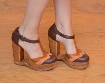 Unique High Heel Wooden Wedge Platform With Cut Out Detail T-strap Orange & Yellow Striped Leather SZ 8.5 / 9