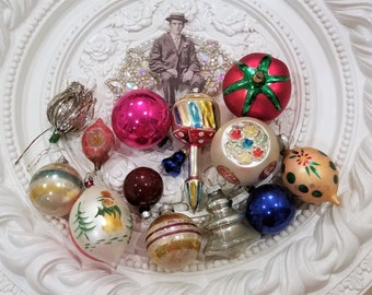 14 pc lot OLD vintage glass Christmas ornaments bulbs KITCHY colors