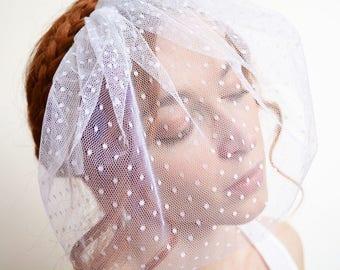White polka dot blusher bridal haircomb