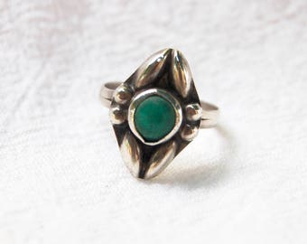 Mexican Cocktail Ring Size 6 .25 Art Nouveau Flower Vintage Sterling Silver Green Stone Boho Ring Statement Jewelry