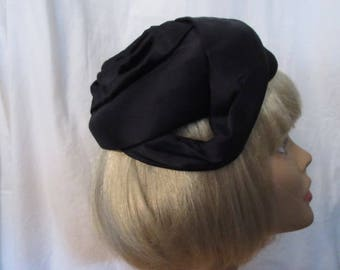 Vintage Pillbox Hat -A Dolly Madison label – Town and Country Fashions - 1960's