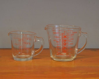 Vintage Pyrex measuring cups D handle red 1 cup and 2 cup