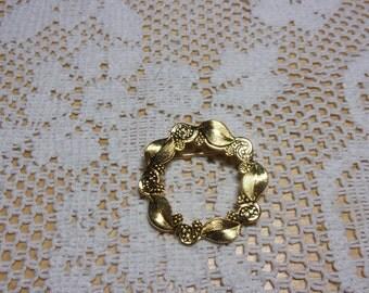 Vintage gold tone circle pin brooch