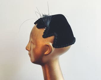1930s/1940s Schiaparelli black wool hat