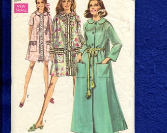 1969 Simplicity 8458 House Coat & Bathrobes with Raglan Sleeves and Peter Pan Collar Size Small 8/10 UNCUT