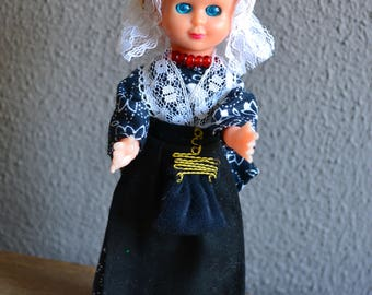 Lovely vintage  Dutch souvenir doll in European traditional dress and clogs