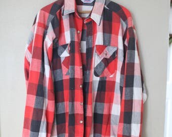 vintage red black white buffalo check plaid checkered lumberjack flannel button up shirt