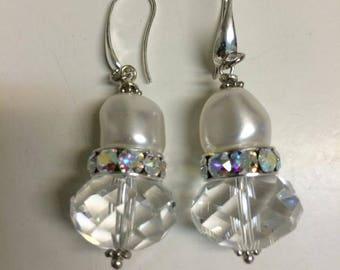 Swarovski Crystal and Pearl earrings, aros en cristal Swarovski.  Chandelier Earrings. Wedding.  Formal style.  Bridal. Elegant.