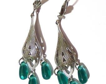 Boucles d'Oreille Pendante en filigrane plaqué argent et perles gouttes couleur bleu vert style art nouveau chandelier féérique elfique