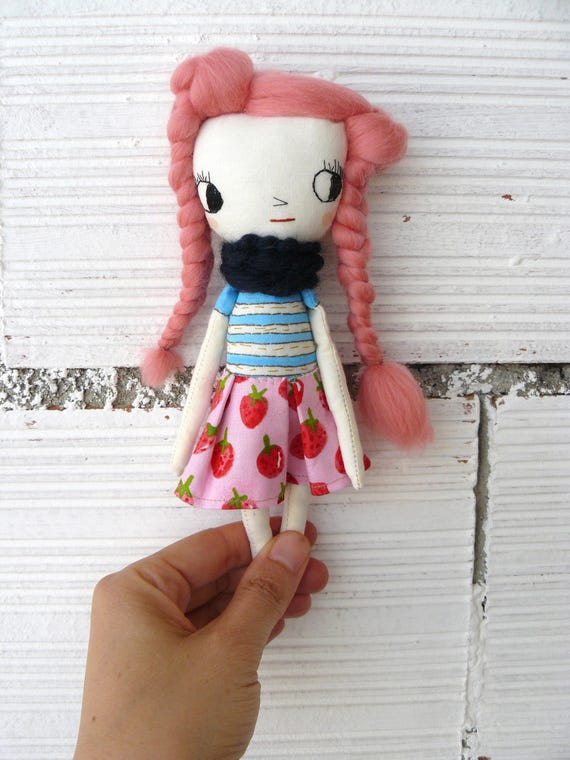 Tiny Art doll. Caty number 3. Embroidered and painted. Merino wool hair. Big eyes. 19 cm