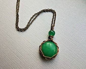 Wire wrapped green chalcedony pendant necklace in antique brass//chalcedony necklaces//chalcedony pendant necklace//green chalcedony