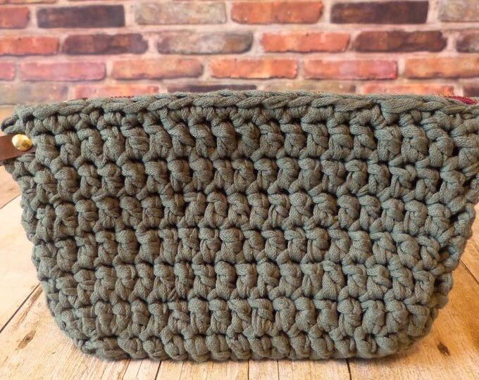 The Perfect Clutch (Army Green)
