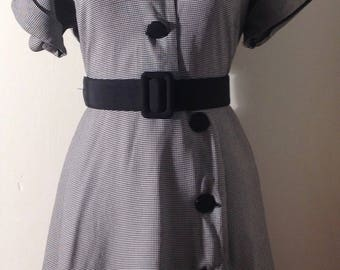 Vintage 1940's Black & White Short Sleeve Houndstooth Rayon Day Dress/Shirt Dress/40's/1940s