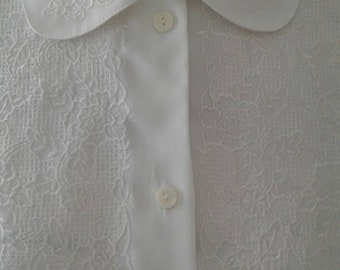 Gorgeous white blouse.....front buttons....Short sleeves....soft embroidery....lace front...