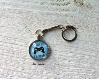 "Keychain ""I can't I console"""