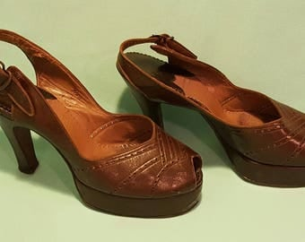 Gorgeous, vintage 40's, brown leather, platform pumps with back ankle strap!