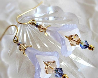 Lucite Earrings, Vintage Lucite Floral Earrings, Periwinkle & Ivory Lucite, Floral w Crystal Lucite Earrings, German Lucite, Lucite Flowers