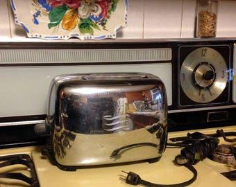 Vintage GE Bakelite and Chrome toaster, 1950s General Electric Toaster, Vintage Toaster