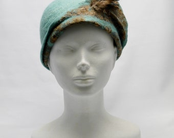 Cloche Teal Felt Hat with Feathers, Felted Hat with Silk, Woolen Hat with Feathers Detail, Women's Winter Hats, Unique Felted Hat