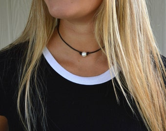 Pearl + leather choker