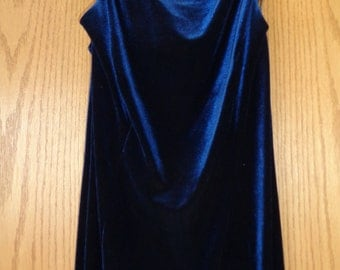 Vintage Blue Velvet Long Length Lovely Sleeveless Gown, Size 12 Female, with a slight train in the back hemline in Very Good Condition