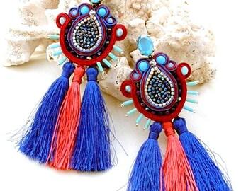 les boucles d'oreilles pompon long corail cobalt, frange rouge déclaration marine, druzy de cristal swarovski, bijoux Bohème cadeau pour elle, femme d'anniversaire