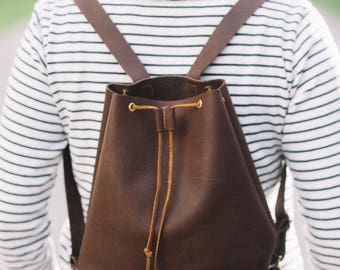 Meredith Cinch Pack in Brown