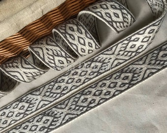 Tablet woven trim, finnish pattern, tablet weaving, viking medieval, reenactment, sca, larp