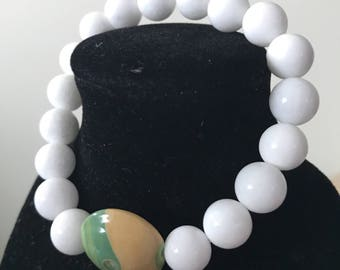 White with Creme beaded bracelet