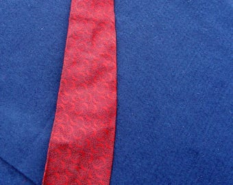 1960's Vintage Red and Black Patterned Tie