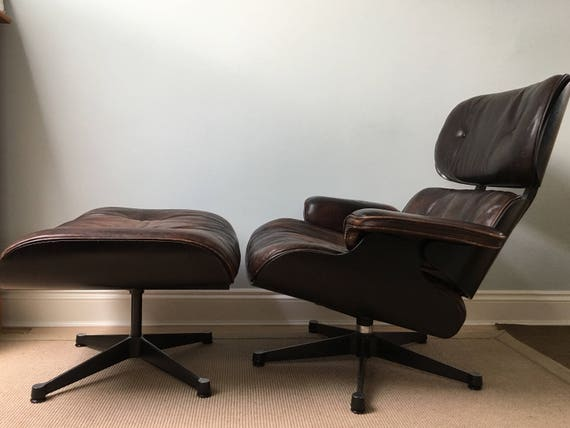 Original Herman Miller Charles and Ray Eames by Vitra lounger and Ottoman model 670, 671 circa 1970's