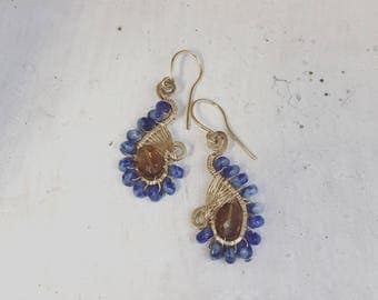 small earrings made in goldfilled, sodalite and beer quartz. 3 cm