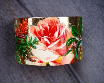 """Bracelet gold tone """"rosy"""" with a pink antique chromo paper collage"""