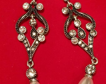 Dangle Chandelier Earrings with Rhinestone and faux Pearl