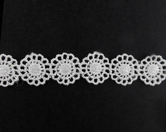 x2m Ribbon lace trim flower 15mm white polyester (64 (A)