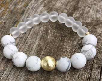 Howlite and Gold Stretch Bracelet, Howlite and Gold Bracelet, Beaded Stretch Bracelet, Meditation Bracelet, Healing Crystals and Stones