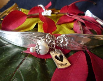 "1950 ""Daffodil"" Choker Silverplate - Handmade"