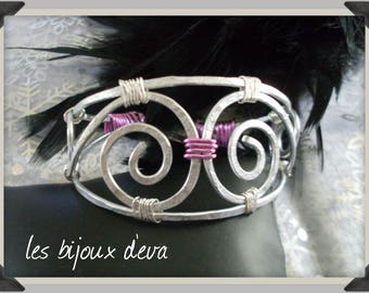 Hammered aluminium Fuchsia and silver bracelet