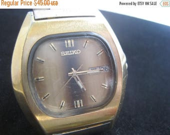 Summer Sale Vintage 1977 Seiko 7009-5010 Automatic Men's Watch 17j Works