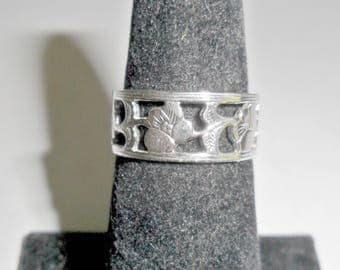 Pretty petite vintage ladies' Avon silvertone band ring with cut out floral design size 5 1/2