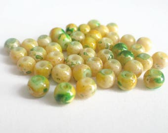 20 green, yellow painted glass 4mm beads