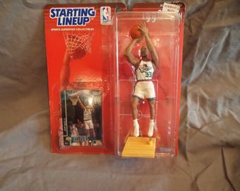 Basketball figure SLU Grant Hill Detroit Pistons includes card