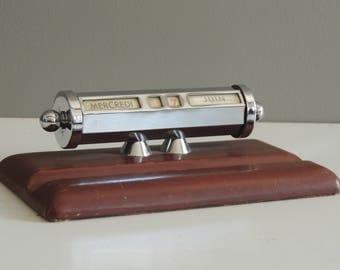 Perpetual flip calendar vintage in chrome metal with pen holder / cylinder dials calendar / desk office necessary