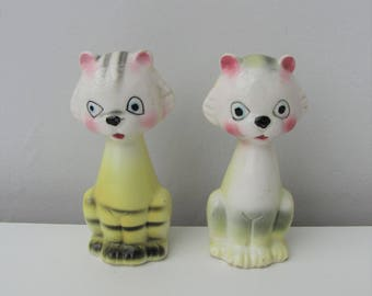 Vintage Kitsch Cat Ceramic Salt and Pepper Shakers Made in Japan 1950s 1960s Retro Cruet Ornament Curio Cat Lover Gift