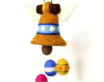 Cloche de Pâques, figurine décorative en laine feutrée. Par LaPoissonnerie