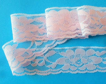 Pink lace pattern on white background (ref 114 171)