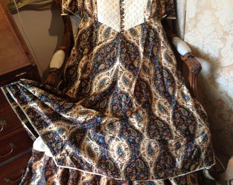 Annabelinda silk two tier dress. 70's vintage. 40x30x57 length. Stunning. Collectable