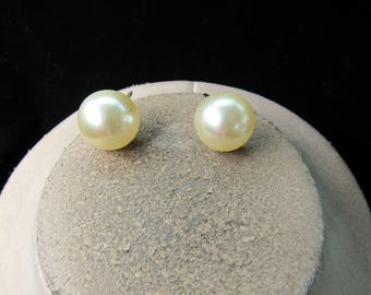 Vintage Pair Of Signed Richelieu Off White Faux Pearl Screw Back Earrings