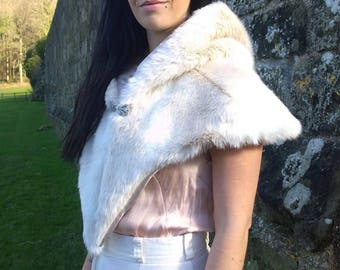 Faux fur Hooded Capelet, wedding cape, wedding cloak, mini cloak luxury faux fur/ viking cape/Wedding clothing/ bridesmaid gift/ fantasy