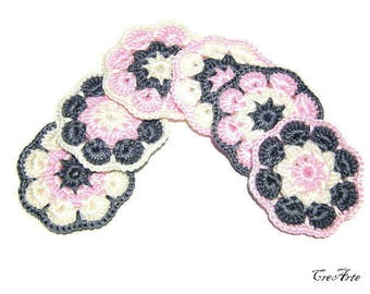 Set 6 Pink and Gray crochet Afghan flower appliques, set 6 fiori rosa e grigio all'uncinetto da applicare
